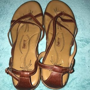 Born Size 11 Strappy Sandals EUC Leather Wood Heel